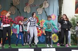tańczace dzieci